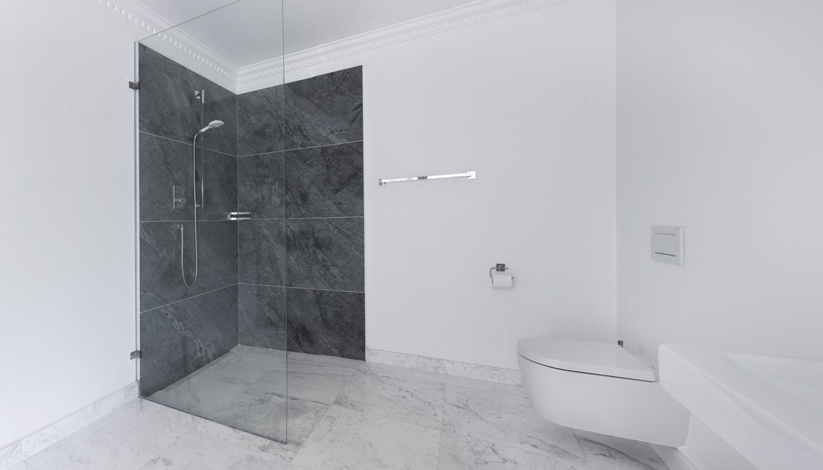 Artmar-MARBLE-GRANITE_RESIDENTIAL-PROJECT_Volakas-marble-flooring-Venus-Grey-Granite-Feature-wall_Supply-Fit-.jpg