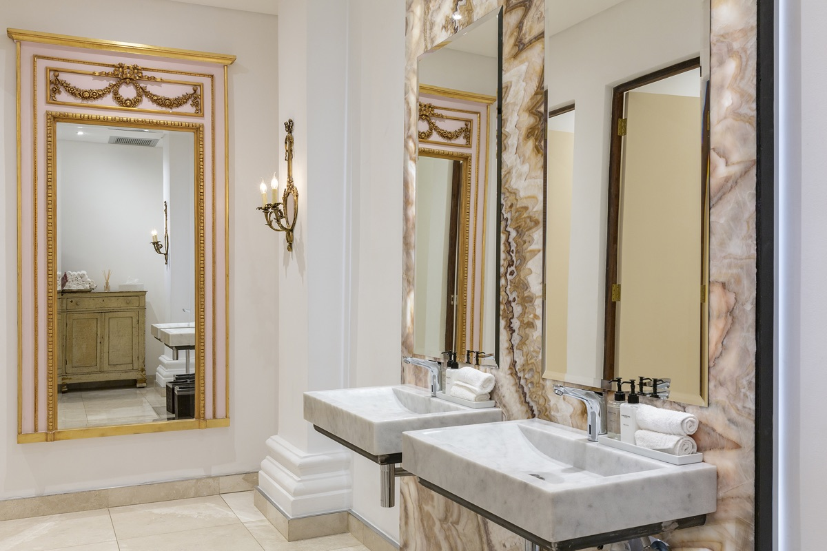 Artmar-MARBLE-SLABS_COMMERCIAL-PROJECT_Lanzerac-Hotel_Honey-Rainbow-Onyx-Feature-wall_-Supply-Fit-with-Crema-Marfil-Marble-floors-Custom-Mugla-Marble-Basins-2.jpg